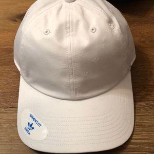 info for 2e042 1fd3f adidas Accessories - adidas Originals Relaxed mini trefoil deboss hat
